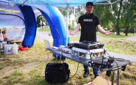 Na zdjęciu: dj dbający o oprawę muzyczną imprezy