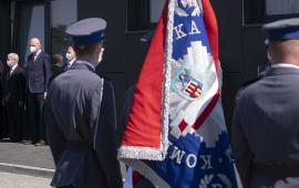 Sztandar podczas Święta Policji w Dobrzejewicach