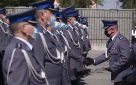 Wręczanie rozkazów personalnych podczas Święta Policji