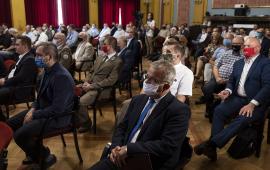 Widok ogólny na salę z uczestnikami spotkania konsultacyjnego. Kilkadziesiąt osób.