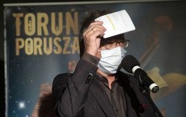 Na zdjęciu dyrektor CSW Krzysztof Stanisławski przemawia