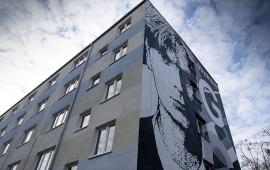 widok muralu z dołu