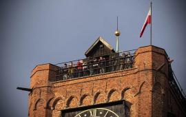 zwiedzający na wieży ratusza