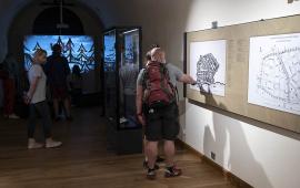zwiedzający w Muzeum Twierdzy Toruń