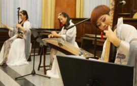 2014 - artystki z Guilin podczas wieczoru chińskiego w Toruniu
