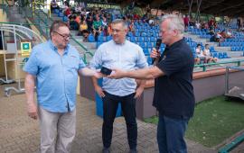Na zdjęciu organizatorzy wydarzenia oraz kierownik referatu sportu Sławomir Pawenta