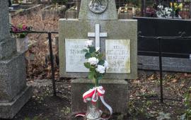 Tablica na grobie rodziny Szumanów, gdzie pochowana jest Wanda Szuman, na cmentarzu św. Jerzego