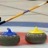 Kamienie curlingowe w centrum domu
