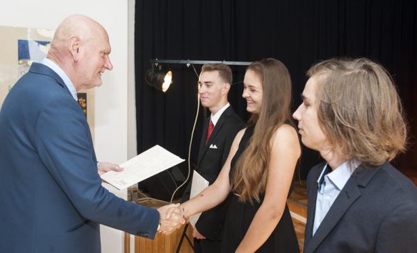 Nagrody dla najzdolniejszych uczniów - zdjęcie archiwalne