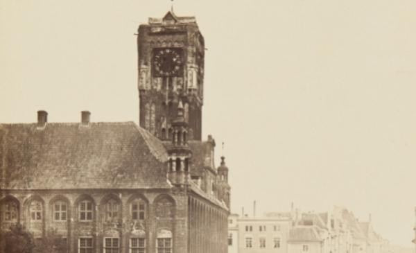 Archiwalne zdjęcie Ratusza Staromiejskiego w Toruniu – siedziby głównej Muzeum Okręgowego w Toruniu, Eduard Flottwell, 1861, ze zbiorów Muzeum Okręgowego w Toruniu