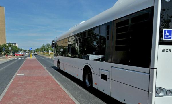 Na zdjęciu: autobus MZK