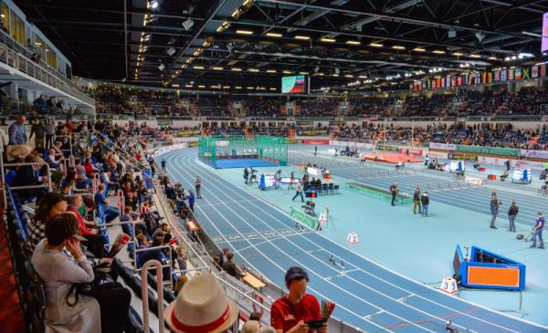 Hala Arena Toruń - widać bieżnię oraz widzów