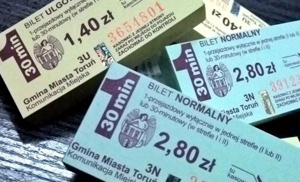 Bilety komunikacji miejskiej dla uczniów i studentów w Toruniu