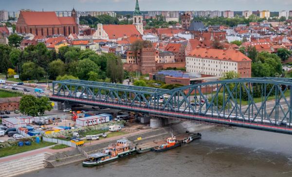 Widok na most drogowy z lotu ptaka