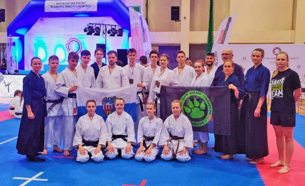 Zdjęcie grupowe toruńskiej ekipy podczas Mistrzostw Polski we Wrocławiu