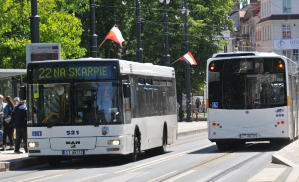 autobusy na stacji przy al. Solidarności