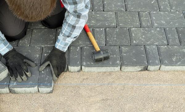 Укладка тротуарной плитка своими руками 56