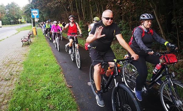 rowerzyści na ścieżce, fot. GoSport