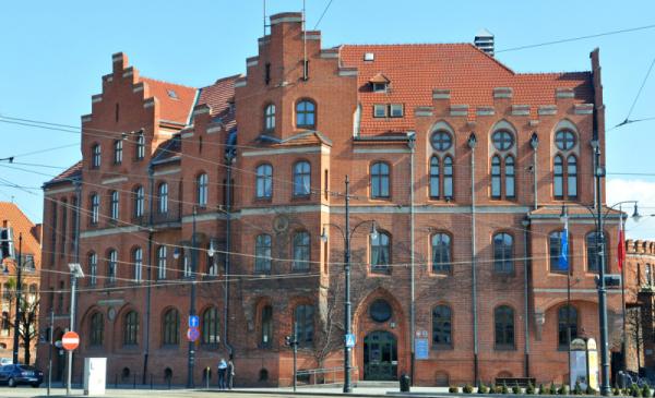 Na zdjęciu budynek Urzędu Miasta Torunia przy ul. Wały Generała Sikorskiego 8