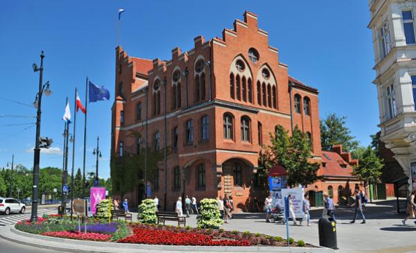 budynek Urzędu Miasta przy Wałach gen. Sikorskiego 8, fot. M. litwin