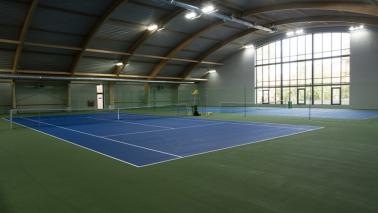 Korty tenisowe w hali