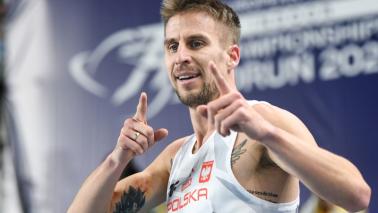 Na zdjęciu uśmiechnięty Marcin Lewandowski