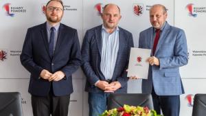 Na zdjęciu zastępca prezydenta Paweł Gulewski, marszałek Piotr Całbecki oraz dyrektor MOPR Rafał Walter