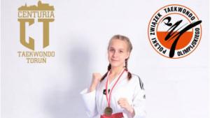 Na zdjęciu Maja Błażejewska z medalem
