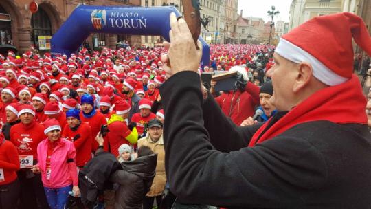 Tysiące Mikołajów na ulicach Torunia