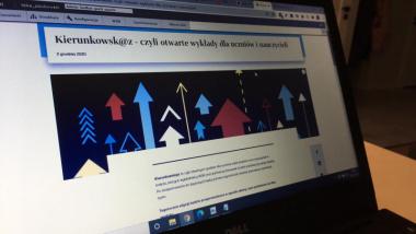 Na zdjęciu: ekran laptopa z programem edukacyjnym