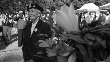 Na zdjęciu mjr Maria Biedermann-Kowalewska podczas obchodów 76. rocznicy wybuchu Powstania Warszawskiego