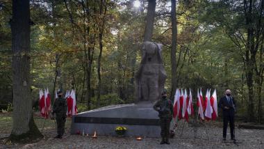 pomnik straceń na Barbarce podczas uroczystości rocznicowej
