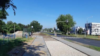 Na zdjęciu fragment budowanej ścieżki rowerowej i chodnika