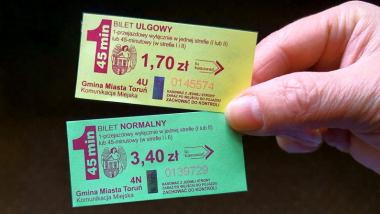 Na zdjęciu: bilet normalny i ulgowy na przejazdy MZK