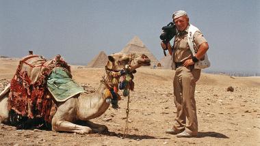 Tony Halik z wielbłądem podczas jednej ze swoich wypraw
