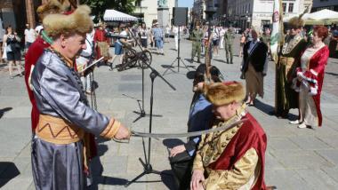 Na zdjęciu pasowanie na króla kurkowego