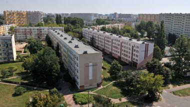 Na zdjęciu: bloki na osiedlu Rubinkowo poprzedzielane zielenią