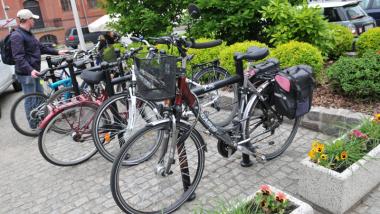 Stojaki rowerowe przy Teatrze Wilama Horzycy