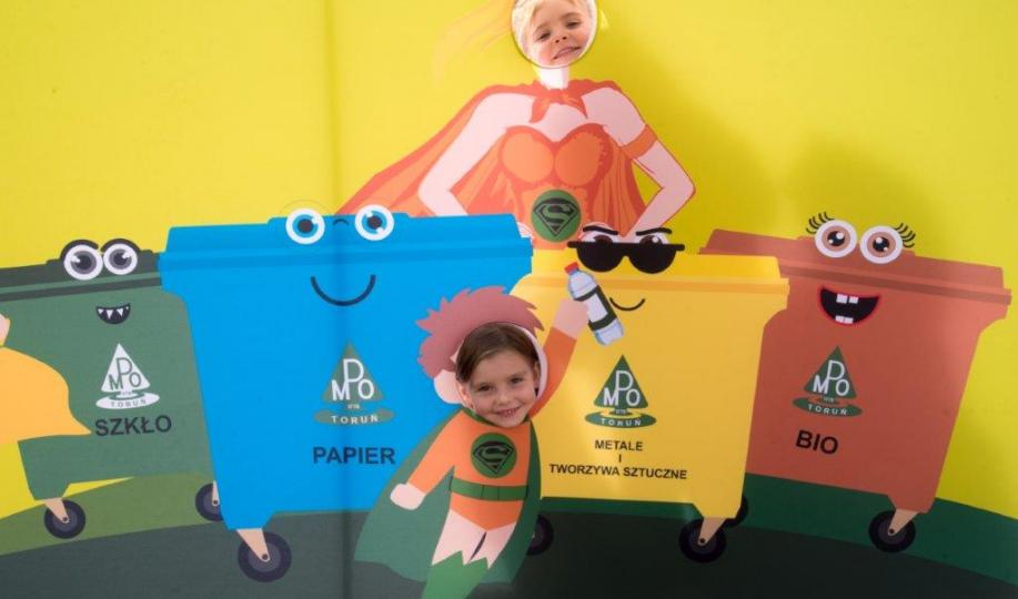 Na zdjęciu: zabawy promujące segregację odpadów