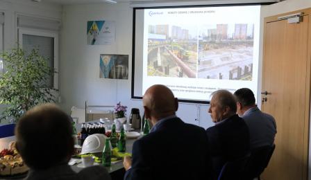 Prezydent Michał Zaleski uczestniczy w spotkaniu, podczas którego pokazywane są Wizualizacje Sądu Rejonowego