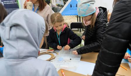 Na zdjęciu: dzieci podczas warsztatów
