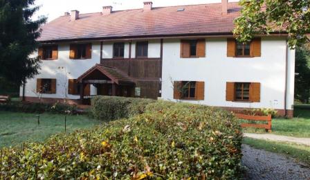 Na zdjęciu: budynek Szkoły Leśnej na Barbarce