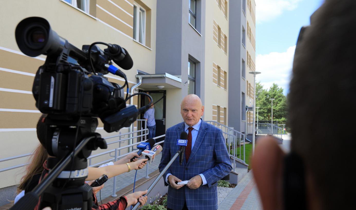 Na zdjęciu prezydent Michał Zaleski udziela wywiadu